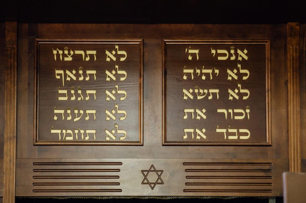 "Imagem sobre o texto ""Rabino responde sobre os Dez Mandamentos"""